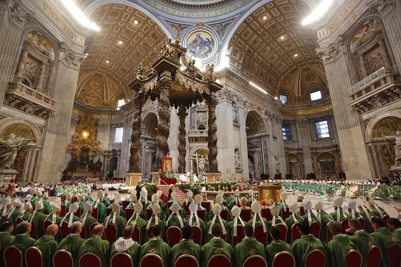 Đức Giáo hoàng Phanxicô trong thánh lễ tại quảng trường Thánh Phêrô ở Vatican, 05/10/2014.