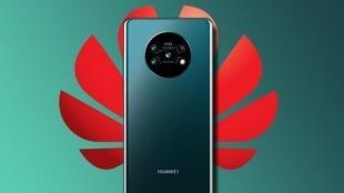 图为华为手机新品牌Mate30广告照片