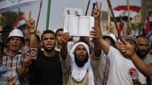 Partidarios del presidente derrocado se manifestaron el 5 de julio de 2013 en El Cairo para protestar contra la destitución de Mohamed Morsi.