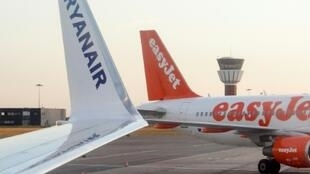 "Analysts say EasyJet now has a ""golden"" chance to steal a march on Ryanair in the wake of its mass flight cancellations and the collapse of Monarch."