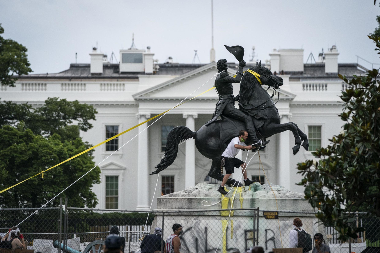 Estados Unidos estão a celebrar hoje a sua festa nacional numa clima de manifestações e violência