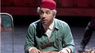 Atmen Kelif dans Ali Baba, mise en scène de Macha Makeieff.