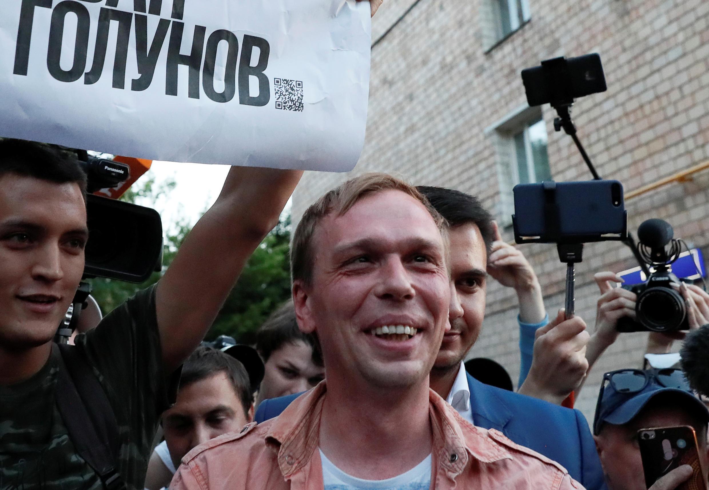 Ivan Golounov trả lời báo chí lúc ra khỏi sở cảnh sát tại Matxcơva. Ảnh ngày 11/06/2019