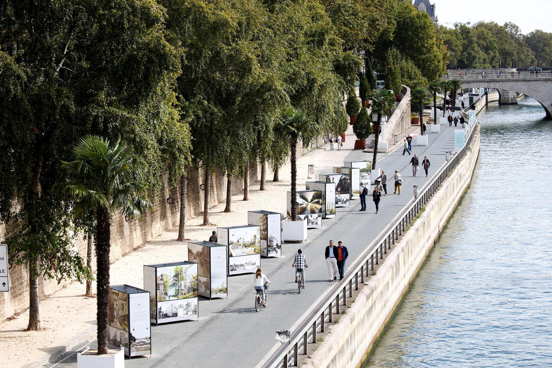 Teste preliminar na marginal direita do rio Sena, que será transformada em uma zona pedestre.