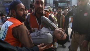 10月26日南亚发生里氏7.5级强烈地震在阿富汗及巴基斯坦北部至少造成200多人死亡。