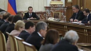Дмитрий Медведев поручил правительству разработать комплекс экономических мер в ответ на «акт агрессии» со стороны Турции.