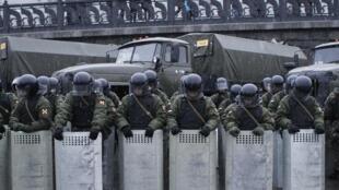 Tropas de choque mobilizadas em Moscou para conter manifestantes.