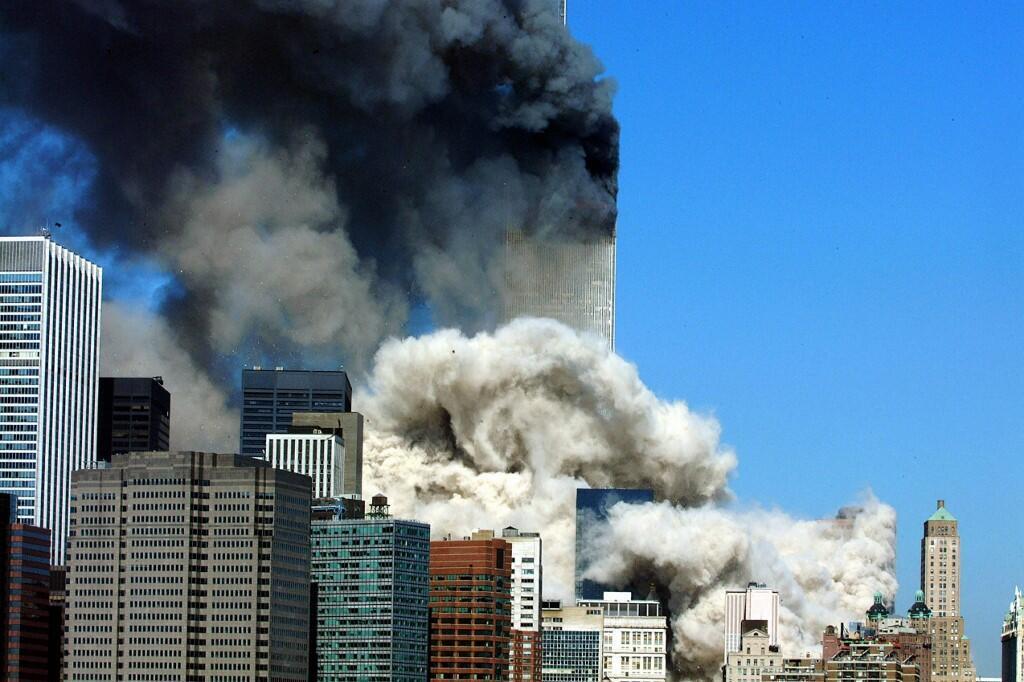 Les deux tours du World Trade Center, à New York, le 11 septembre 2001.