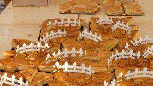 A especialidade do Dia de Reis na França é a galette des Rois ou torta dos Reis.