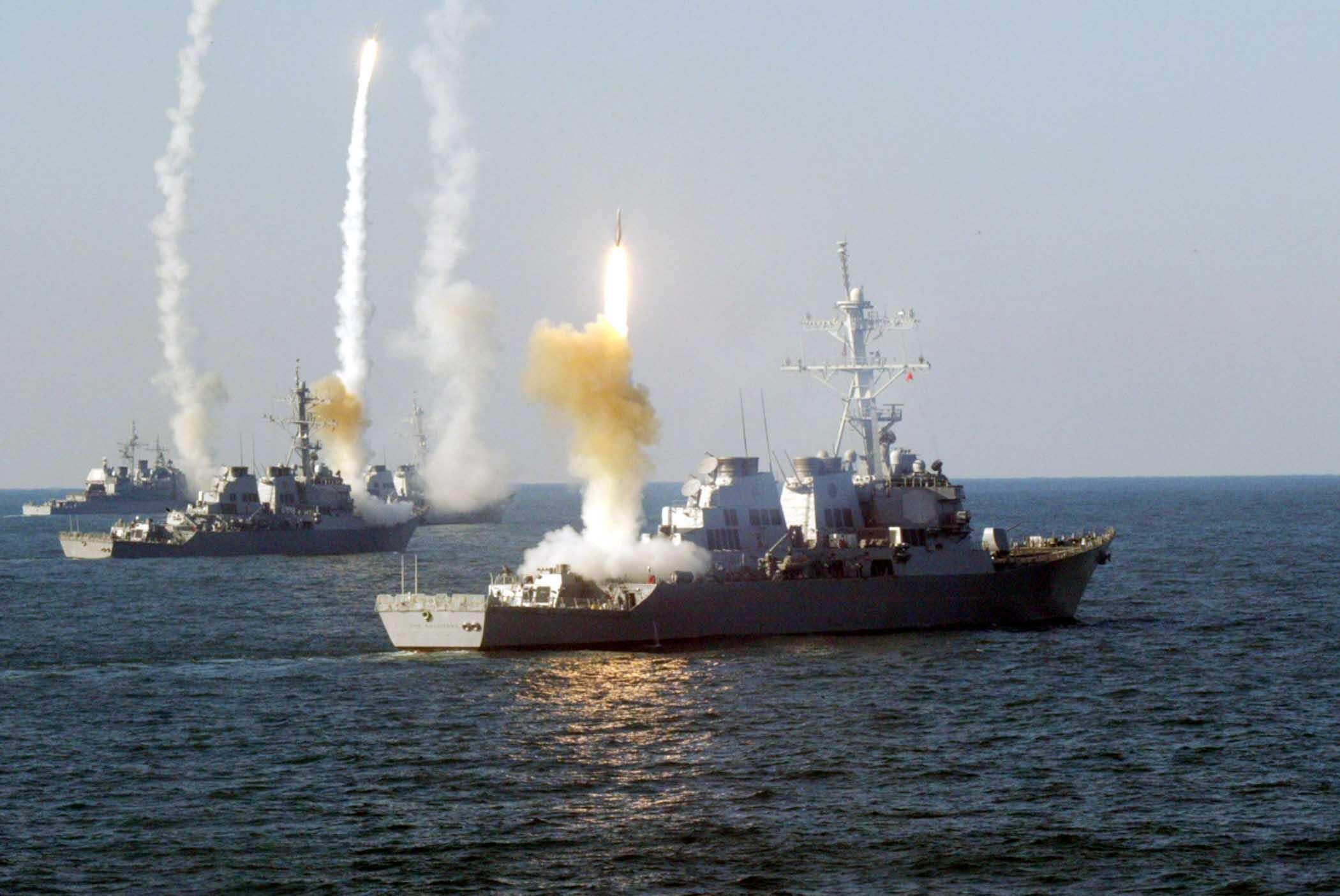 Tir de missiles depuis des destroyers américains (image d'illustration).