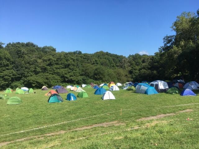 Le campement des anti-G7 s'organise à Hendaye.