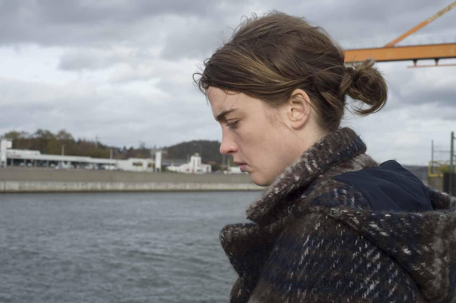 """Adèle Haenel no longa """"A Garota Desconhecida"""", dos irmãos Jean-Pierre e Luc Dardenne."""