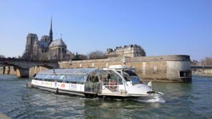 A prefeitura pretende autorizar o nado no rio Sena em 2024.