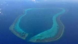 圖為南海黃岩島鳥瞰