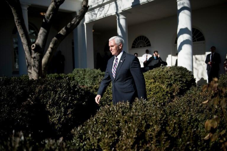 مایک پنس، معاون رییسجمهوری آمریکا، همزمان با تعطیلی دولت فدرال، سفر دورهای خود به خاورمیانه را آغاز کرد.