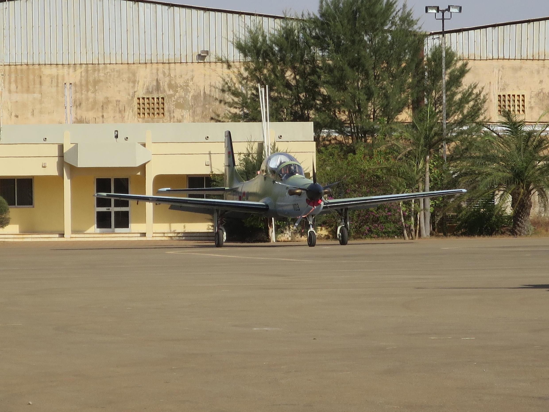 Avion d'attaque léger «Super-Tucano» photographié sur l'aéroport de Ouagadougou. Les premiers exemplaires avaient été livrés juste avant la chute du régime de Blaise Compaoré. (Image d'illustration)