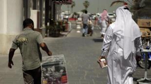 Un ouvrier asiatique à Doha.