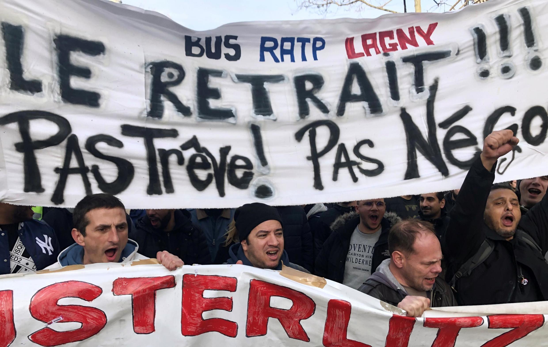Décimo terceiro dia de greves e manifestações em França
