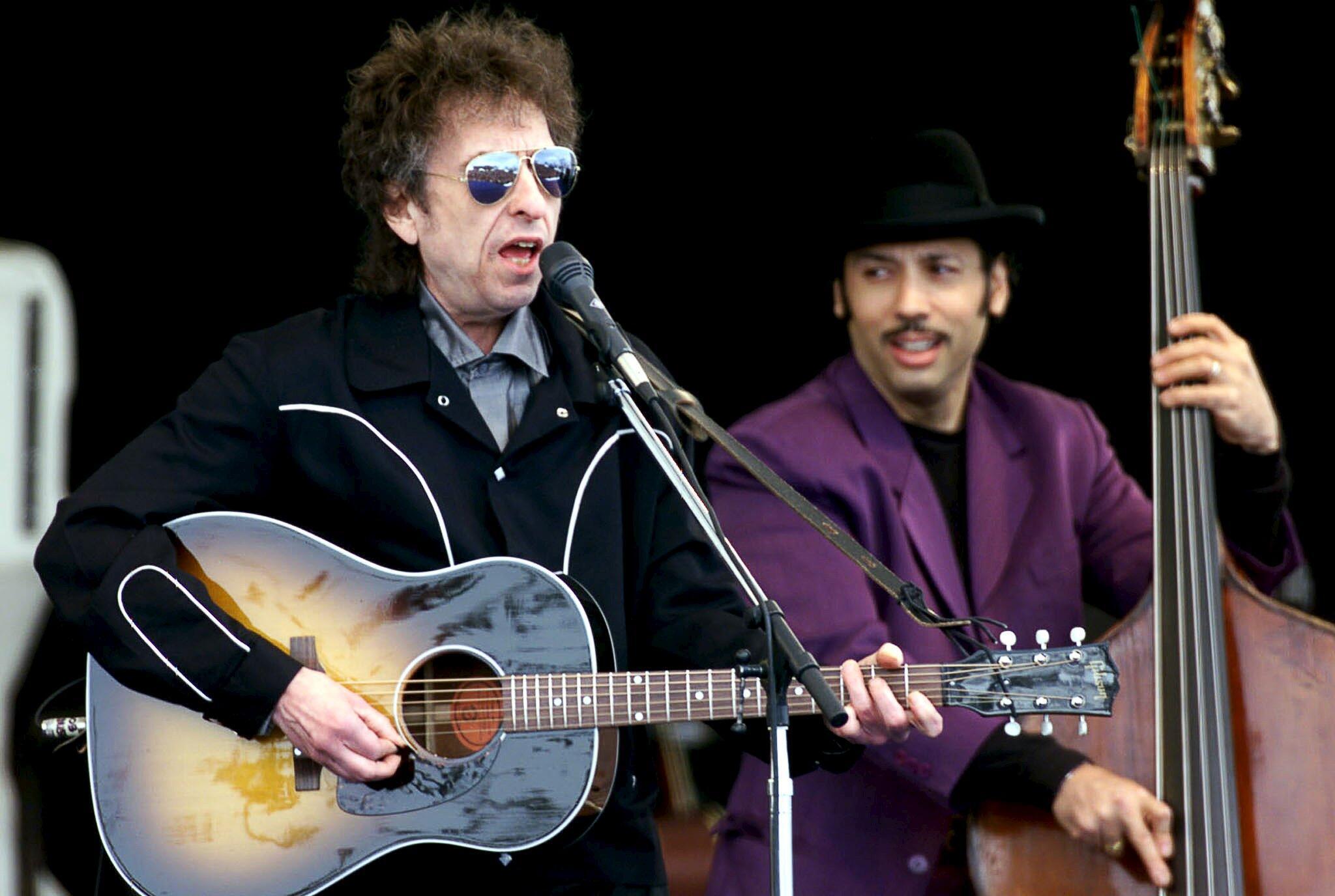 Huyền thoại Bob Dylan trong chương trình biểu diễn âm nhạc Top of the Mountain Concert, tại khu trượt tuyết Ischgl, Áo, ngày 01/05/1999.