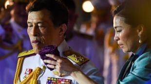 2020-11-25T145013Z_1705663742_RC2EAK9OBLVV_RTRMADP_3_THAILAND-PROTESTS-ROYALISTS