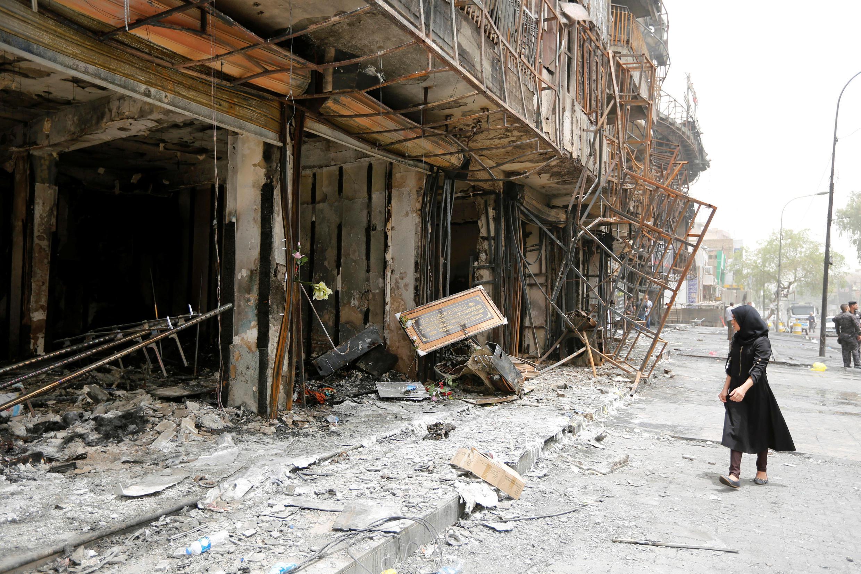 В месте теракта в торговом квартале Каррада, Багдад, 4 июля 2016 г.