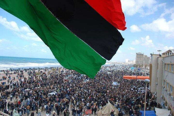Manifestantes en la ciudad de Benghazi en una foto colgada en Facebook sin fechar y distribuida por la agencia Reuters.