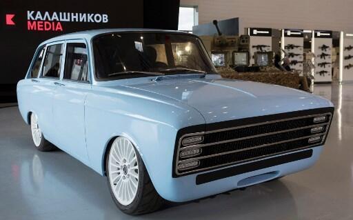 O Consórcio Kalashnikov, mais conhecido pelas suas armas lança carro elétrico.