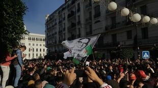 Manifestation contre la présidentielle aux abords de la Grande Poste d'Alger, le 12 décembre 2019, en début d'après-midi.
