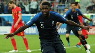Samuel Umtiti (France) après son but contre la Belgique, le 10 juillet 2018. La France jouera en finale de la Coupe du monde, le 15 juillet 2018 contre la Croatie.