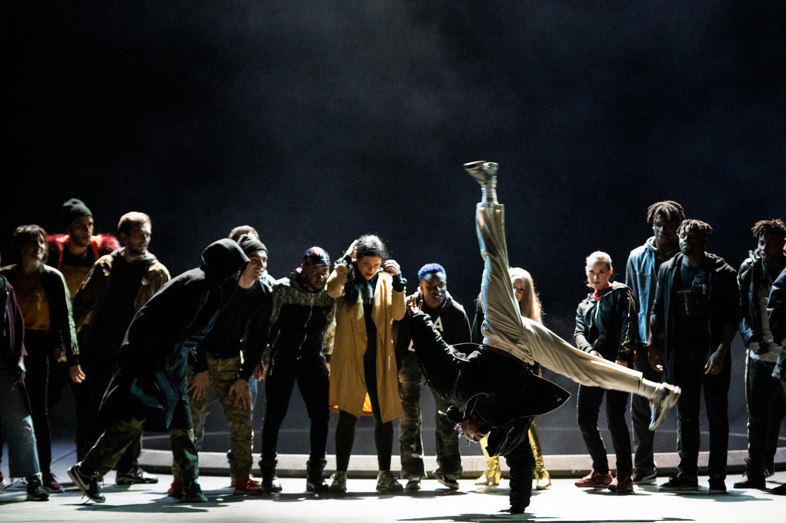 Сцена из «Галантных Индий» в постановке Клемана Кожитора. Парижская опера, сентябрь 2019 г.
