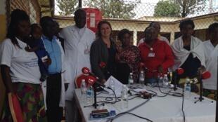 Equipe de la fondation Panzi autour du Dr Denis Mukwege et de Claire Hedon.