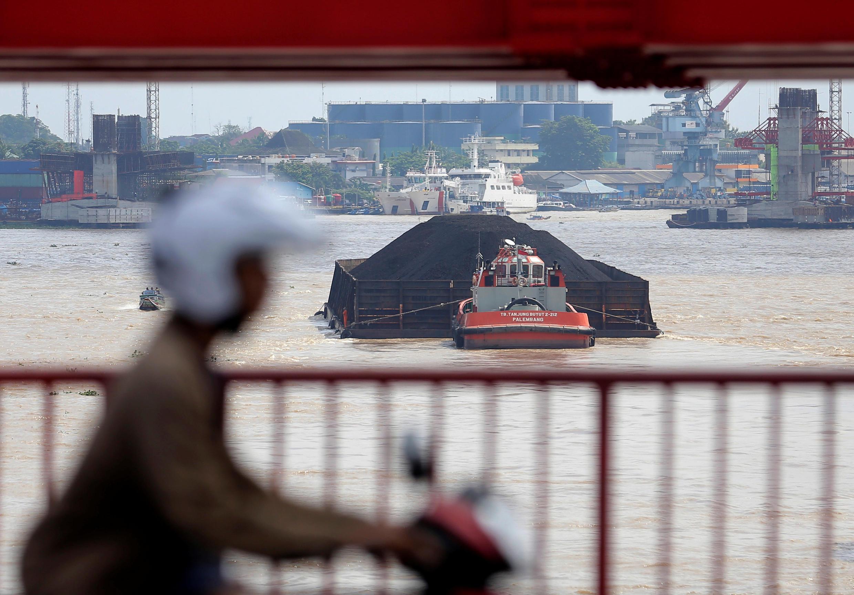 A Indonésia sofre com a falta de segurança de seu transporte fluvial e com as más condições meteorológicas