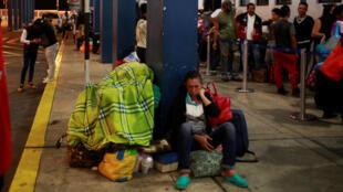 بر اساس آمار ارائه شده روزانه بین ۲۵۰۰ تا ۳۰۰۰ ونزوئلایی که از کشور خود فرار کرده اند با عبور از کشور اکوادور خود را به مرز پرو می رسانند.