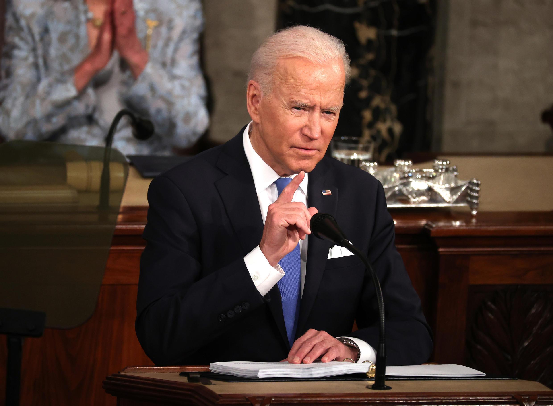 El presidente de Estados Unidos, Joe Biden, dirigiéndose al Congreso, en Washington, el 28 de abril de 2021