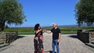 Elizane Mecena e Flávio Carli passeiam em vinhedo de Mendoza