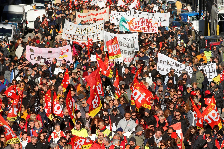 法国民众反政府退休制度改革示威2019年12月10日再上路