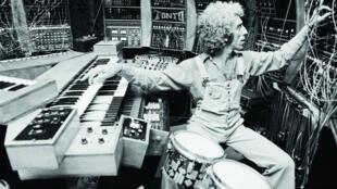 Le producteur Malcolm Cecil dans son studio «Tonto».