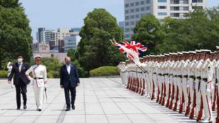 英國國防大臣華萊士與日本防衛大臣岸信夫資料圖片