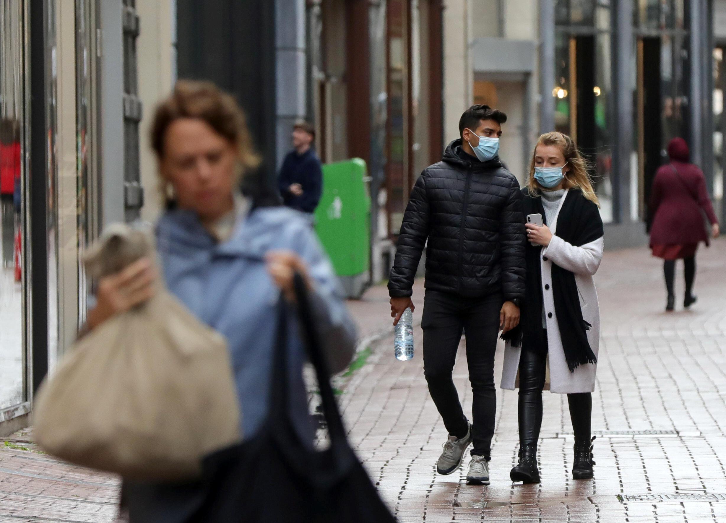 Les Hollandais vont devoir réapprendre à vivre comme au plus fort de l'épidémie. Amsterdam, le 7 octobre 2020.