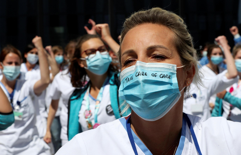 Nhân viên y tế Bỉ phản đối chính quyền kém xử lý dịch bệnh Covid-19, bệnh viện  MontLegia CHC Hospital, Liege, Bỉ, ngày 15/05/2020