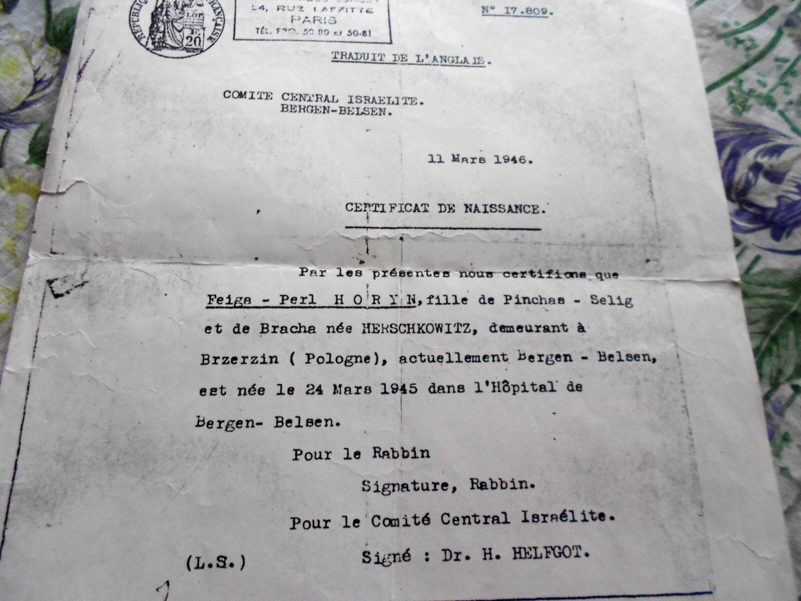Traduction française assermentée du certificat de naissance de Feiga Pearl Horyn. L'original a été écrit à Bergen-Belsen dix mois après la libération du camp. Signataire: Dr. H. Helfgott.