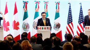 La Canciller canadiense, el Ministro de Economía mexicano, y el Representante comercial de Estados Unidos tras el cierre de la séptima ronda de conversaciones del TLCAN.