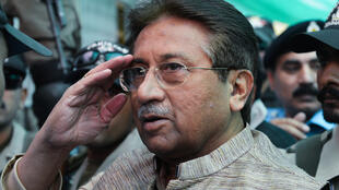 File photo: Former Pakistani president Pervez Musharraf is escorted by soldiers on his arrival at an anti-terrorism court in Islamabad, 20 April 2013.