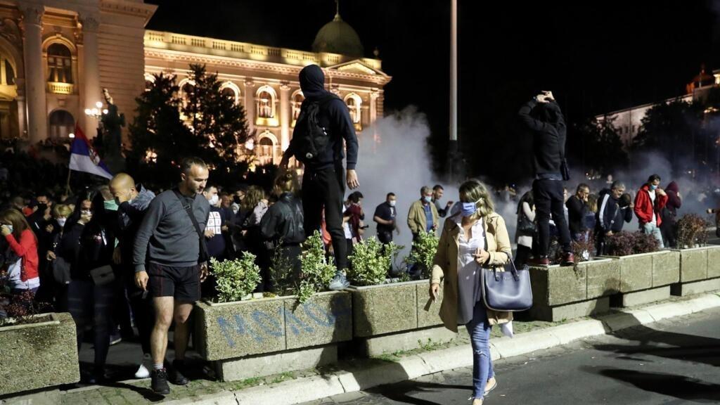 Coronavirus en Serbie: des manifestations anti couvre-feu à Belgrade font 60 blessés