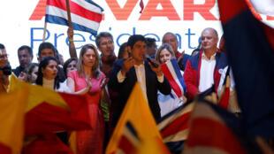 Carlos Alvarado célèbre sa victoire à l'élection présidentielle du Costa Rica, le 1er avril 2018 à San Jose.