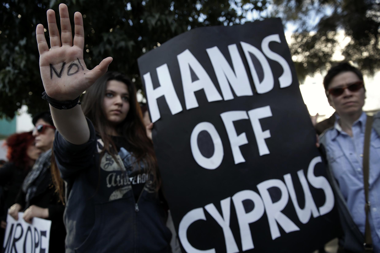Une manifestation contre la taxation des dépôts bancaires à Nicosie le 18 mars 2013.