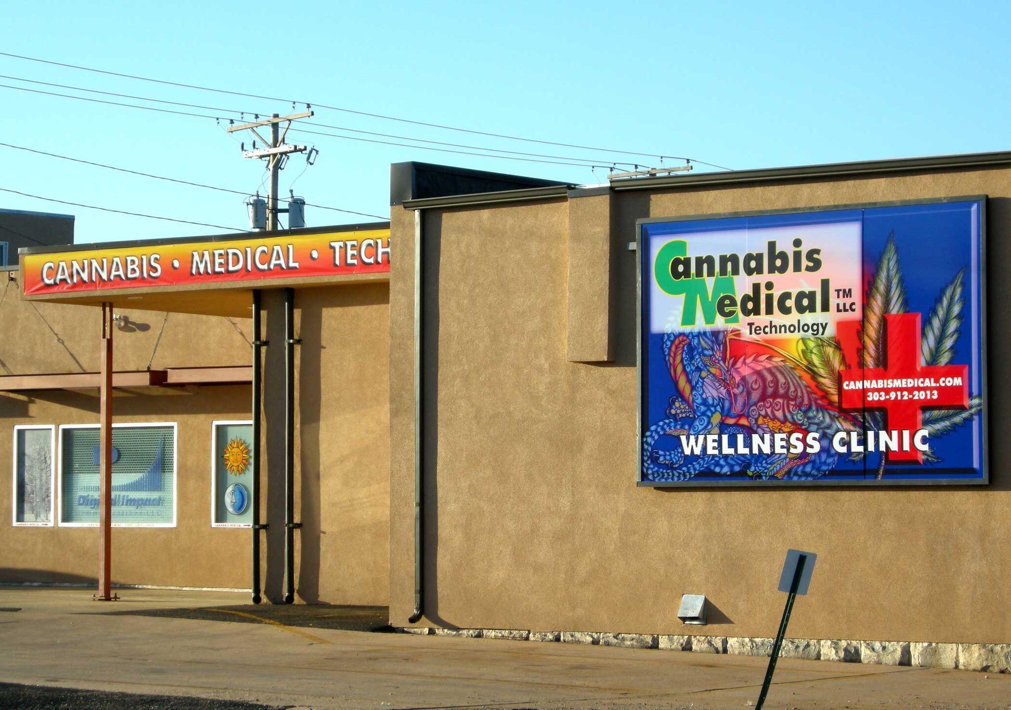 Tại bang Colorado, việc sử dụng cần sa cho trị liệu được cho phép vào năm 2000, việc tiêu thụ giải trí được hợp pháp hóa từ tháng 11/2013.