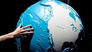 Maquette en 3D des fonds marins et plaques continentales