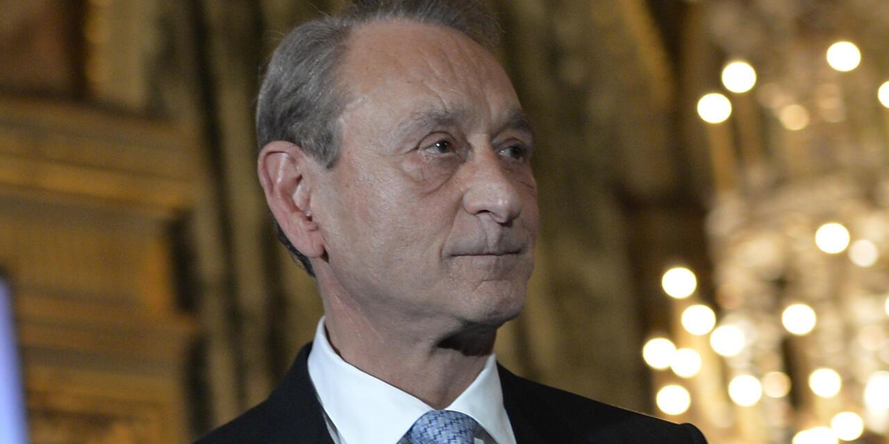 Бывший мэр Парижа Бертран Деланоэ призвал сражаться «не за западную цивилизацию, а за цивилизацию универсальных ценностей».