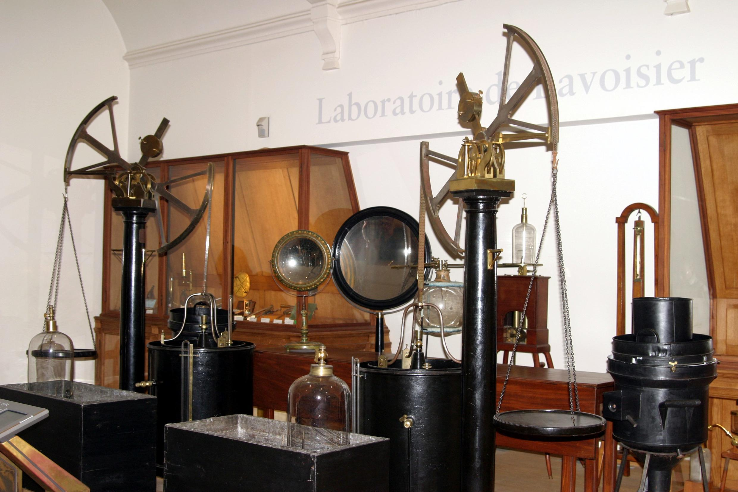 An apparatus of Lavoisier's experiment on display at the Musée des Arts et Metiers in Paris.